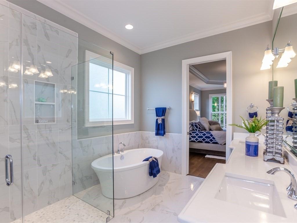 019_First-Floor-Master-Bathroom