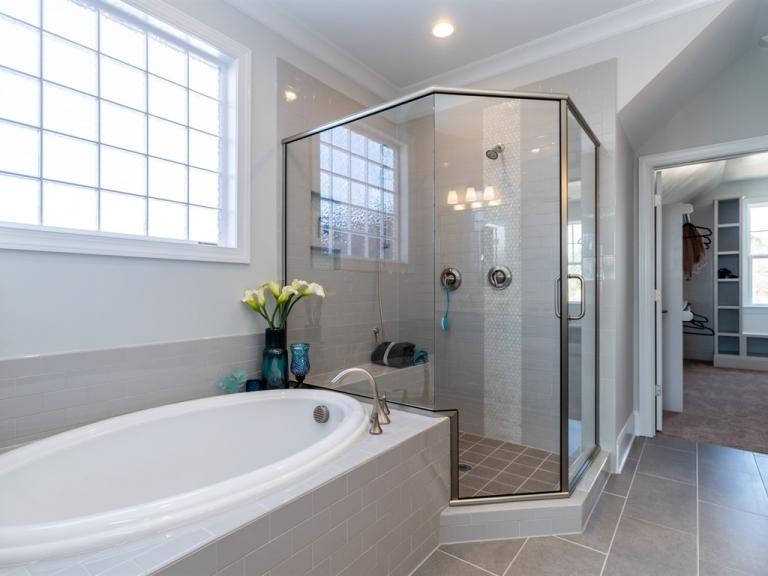 017_-Master-Shower-Tub