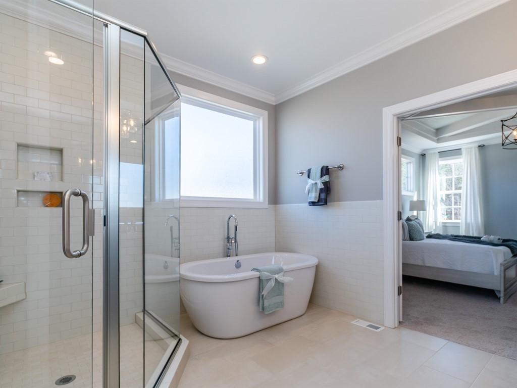 018_Master Shower & Tub