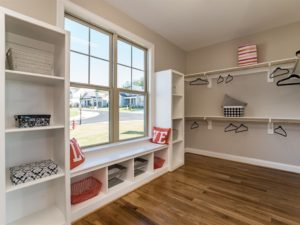 016_master-bedroom-walk-in-closet