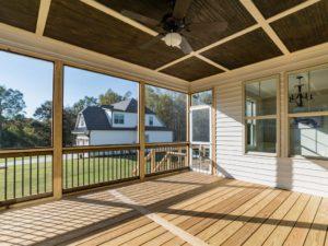 024_screened-porch